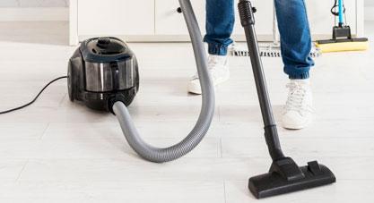 جاروبرقی زدن مرتب فرش ها