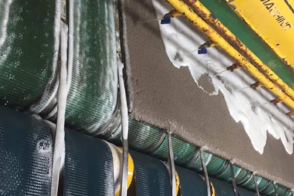 فرش ها در دستگاه قالیشویی